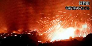 噴火する阿蘇山=8日、NHKテレビから