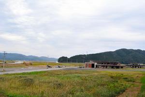 大川小旧校舎の周りにはかつて集落があった=9日、石巻市釜谷