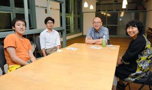 共同代表の横須賀聡子さん(右)は「食堂が子どもや一人暮らしの高齢者の居場所になれば」と準備を進める。=水戸市泉町2丁目