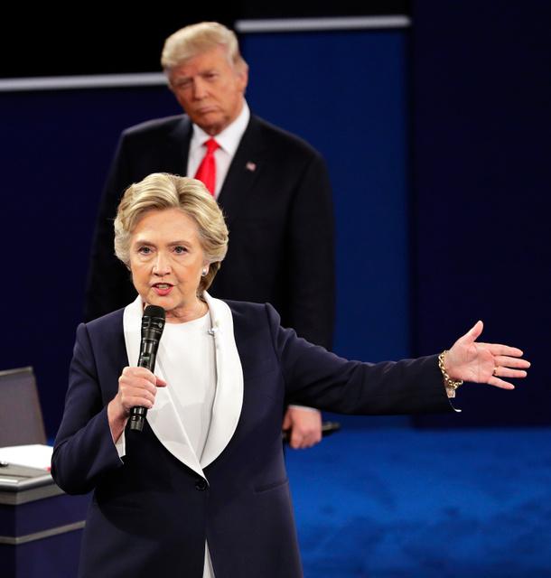 9日の第2回テレビ討論会で話す民主党大統領候補のクリントン氏=AP