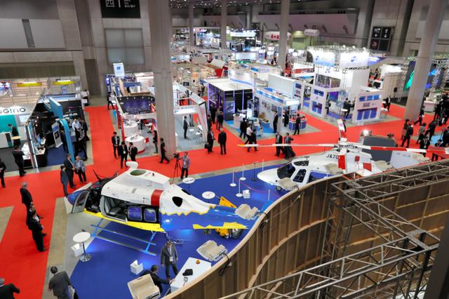 開幕した国際航空宇宙展=東京・有明の東京ビッグサイト、川村直子撮影