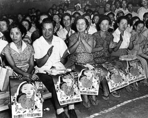 原水爆禁止世界大会東京大会に参加した母親たち=1955年