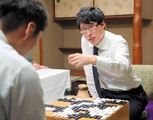 井山名人が勝利、2勝3敗に 囲碁名人戦第5局