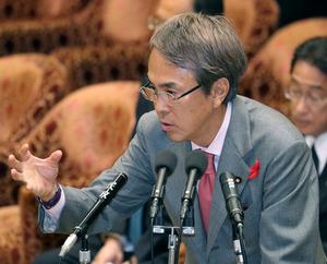 衆院特別委で答弁する石原伸晃TPP担当相=14日午前9時18分、飯塚晋一撮影