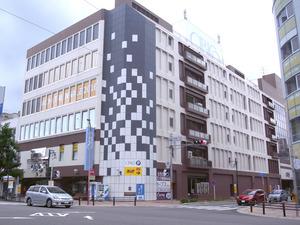 愛知県岡崎市の中心商店街にあるショッピングセンター「シビコ」。テナントの空きが目立つ