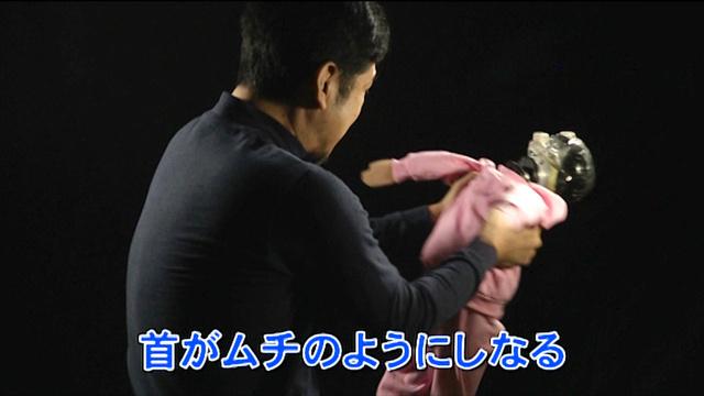 赤ちゃんを縦抱きにして前後に強く揺さぶるとSBSが起こる=厚生労働省の啓発ビデオから