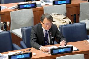 国連総会第1委員会で発言する佐野利男軍縮大使=17日、ニューヨーク、松尾一郎撮影