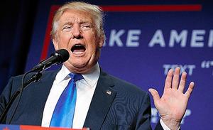 17日、米ウィスコンシン州で開かれた大統領選の集会で話すトランプ氏=AP