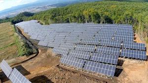 1千キロワットの「雄国太陽光発電所」=福島県喜多方市(会津電力提供)