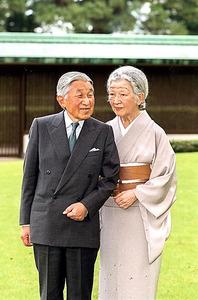 天皇陛下と皇后さま=5日、宮内庁提供