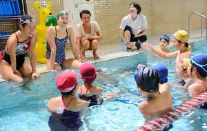 神奈川)パラリンピアンが水泳教室 一ノ瀬メイ選手ら