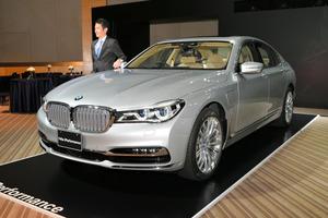 BMWの新型PHV「740e iパフォーマンス」=東京都内