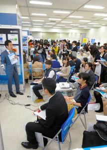 2015年秋の学生向けインターンシップイベントの様子。政府は、中途採用向けのインターン拡充を検討している