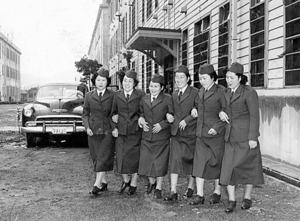 保安隊(陸上自衛隊の前身)に初めて女性が入隊した。全員が看護師だった=1952年11月