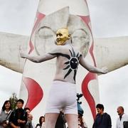 太陽の塔、アート作品と共演 大阪・万博記念公園