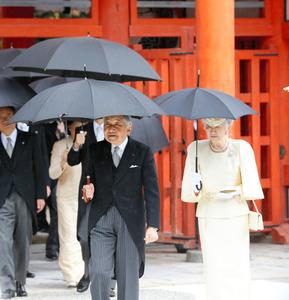 京都訪問中の両陛下、下鴨神社に参拝