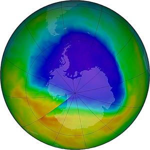 10月15日の南極上空のオゾンホールの様子を示した図=米航空宇宙局のウェブサイト「オゾンホール・ウォッチ」から