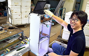 小池誠さんが作ったAIを使った試作2号機=静岡県湖西市