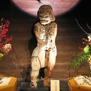 厳かに暗闇に浮かぶ夜叉神立像 京都・東寺で公開