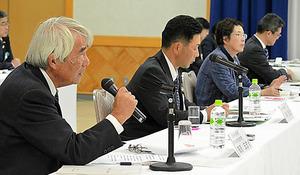 宮崎県であった地方公聴会では、農家や大学の名誉教授ら4人が意見を述べた=宮崎県高千穂町