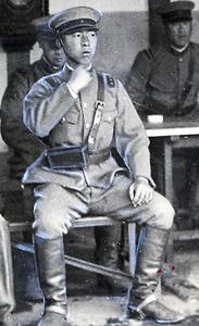 士官候補生として習志野騎兵第15連隊に配属され、衛兵勤務につく=1934年5月25日
