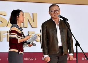 釜山国際映画祭の舞台あいさつに立った國村隼=韓国・釜山市