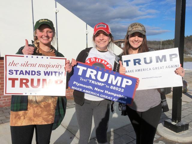 トランプ氏を熱烈に支持する女子大学生3人組。一番右がブリィ・ドゥボルさん=2月7日、ニューハンプシャー州ホルダーネス、金成隆一撮影
