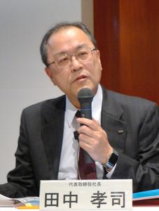 2016年9月中間決算を発表したKDDIの田中孝司社長=1日、東京都内