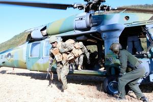 韓国南東部の浦項(ポハン)などで10月29日から11月6日まで行われている韓国軍演習。在日米軍なども参加した=韓国軍海兵隊提供