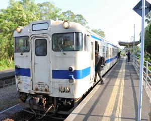 JR日南線の日南駅。平日は上下ともに1時間に1本程度の運行だ=日南市中央通1丁目