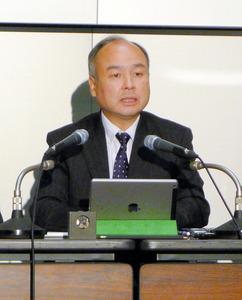 16年9月中間決算を発表するソフトバンクグループの孫正義社長=7日、東京都内