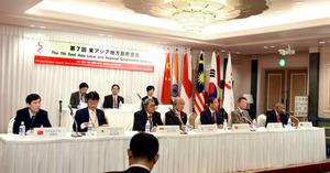 記者会見に臨む各国の代表たち=奈良市三条本町のホテル日航奈良