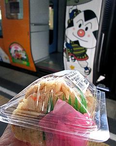 (帰ってきた食べテツの女)ぼ、僕はムスビも、す、好きなんだな 醤油ムスビ JR松山駅 荷宮和子