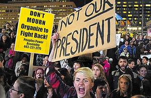 米メリーランド州ボルティモアで10日、反トランプの抗議デモをする人々。デモは各地に広がっている=AP