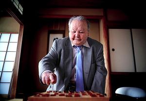 プロ棋士になって62年の今も現役。8月には20代の若手から白星を挙げた。積み上げた勝ち星は歴代3位の1323勝=東京都渋谷区、郭允撮影