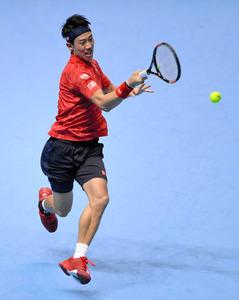 男子テニスのATPツアー・ファイナルの1次リーグ初戦で、世界ランキング5位の錦織圭は同3位のバブリンカを破った=ロイター