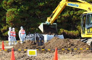 中間貯蔵施設の工事が始まり、放射線量を下げるために表土がはぎとられた=大熊町