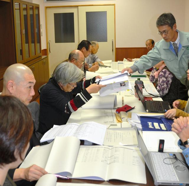 町民から集めた「生きた証」の進捗状況を報告する協議会=大槌町役場