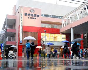 プレオープンした商業施設「築地魚河岸」=19日午前、東京都中央区、西畑志朗撮影