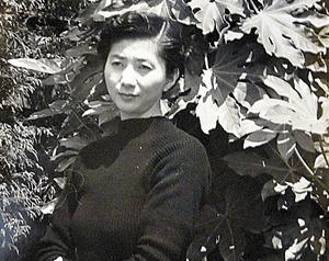 山口勇子さん。戦争の悲惨を文学に昇華することを目指した=1955年ごろ、遺族提供