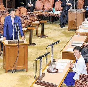 参院TPP特別委で、民進党の蓮舫代表(右下)の質問に答弁する安倍晋三首相=24日午後1時26分、岩下毅撮影