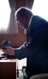 「戦う気力は今も十分にあります」。来年2月、棋士の現役最年長記録(77歳1カ月)を樹立する見込みだ=東京都渋谷区、郭允撮影