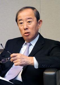 インタビューに答えるオリックスの井上亮社長=東京都港区