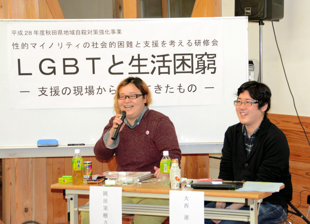 講師の大西さん(右)と岡田さん(左)=秋田市上北手荒巻