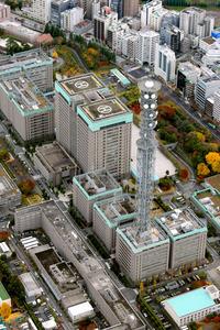 サイバー攻撃を受けた防衛省=28日午前10時、東京・市谷、朝日新聞社ヘリから、金川雄策撮影