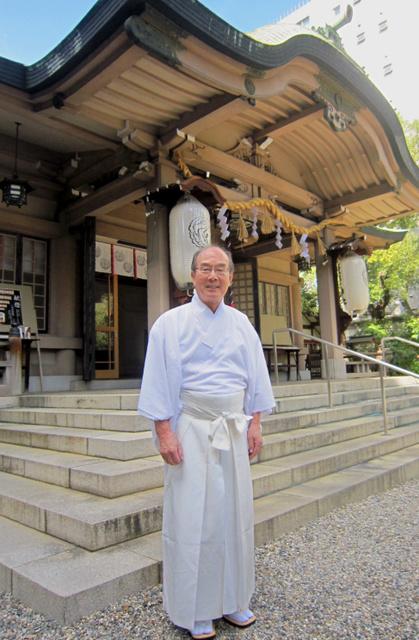 宮司の渡邉紘一さん=大阪市中央区の坐摩神社