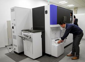 乾式オフィス製紙機「PaperLab(ペーパーラボ)」=東京都新宿区