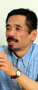 支援団体「JaNP+」を設立した頃の長谷川博史さん=2002年8月、東京都内