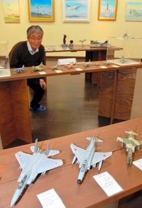 展示されている戦闘機の模型や絵