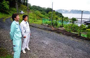 東日本大震災の2日前に開通した林業作業道。集落の山側にあって津波の浸水を免れ、避難所への支援物資の輸送に役立った=岩手県釜石市平田